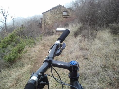 """Corral de Pereretos, foto en invierno, con la hierba más """" pajiza """""""