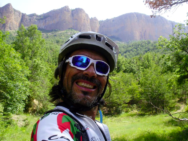 Cristobal con la Sierra a sus espaldas