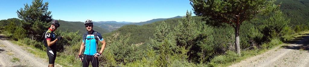 Panorámica del sendero, con la Selva de la Garcipollera en frente