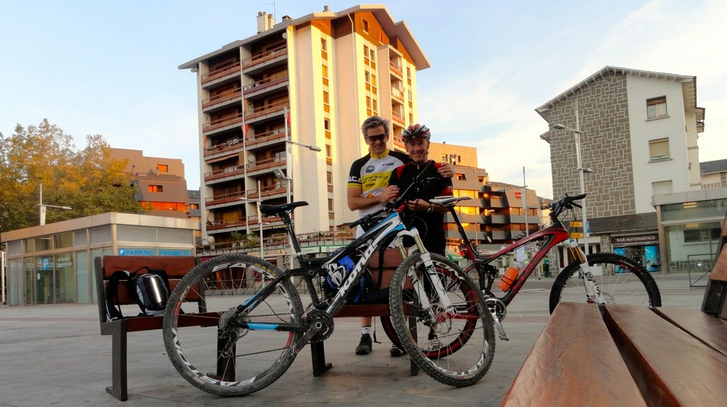 Pedro y Brasi en la Plaza Biscós