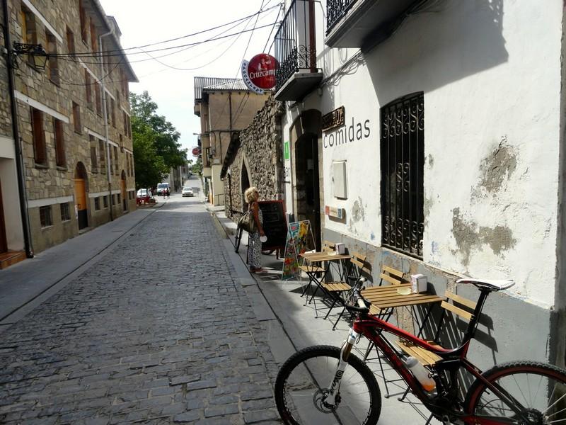 Refugio de Canfranc, único bar abierto