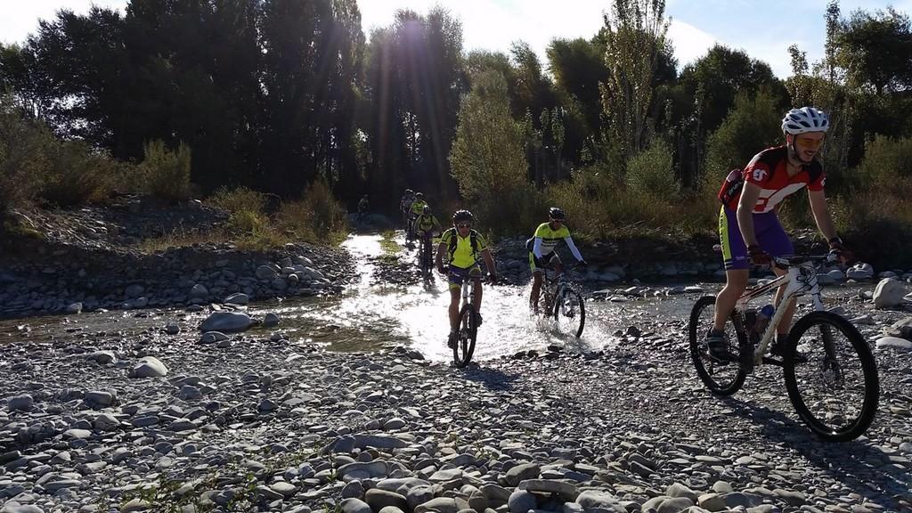 Cruzando el río, junto a Ascara